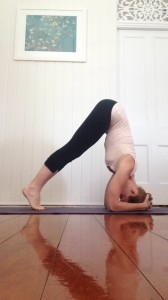 Learn to Headstand : hips over shoulders (side view)