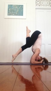 Learn to Headstand : hips over shoulders
