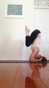 Learn to Headstand : press to lift your hips (no kicking)